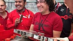 En México, profesores se preparan en vehículos eléctricos.